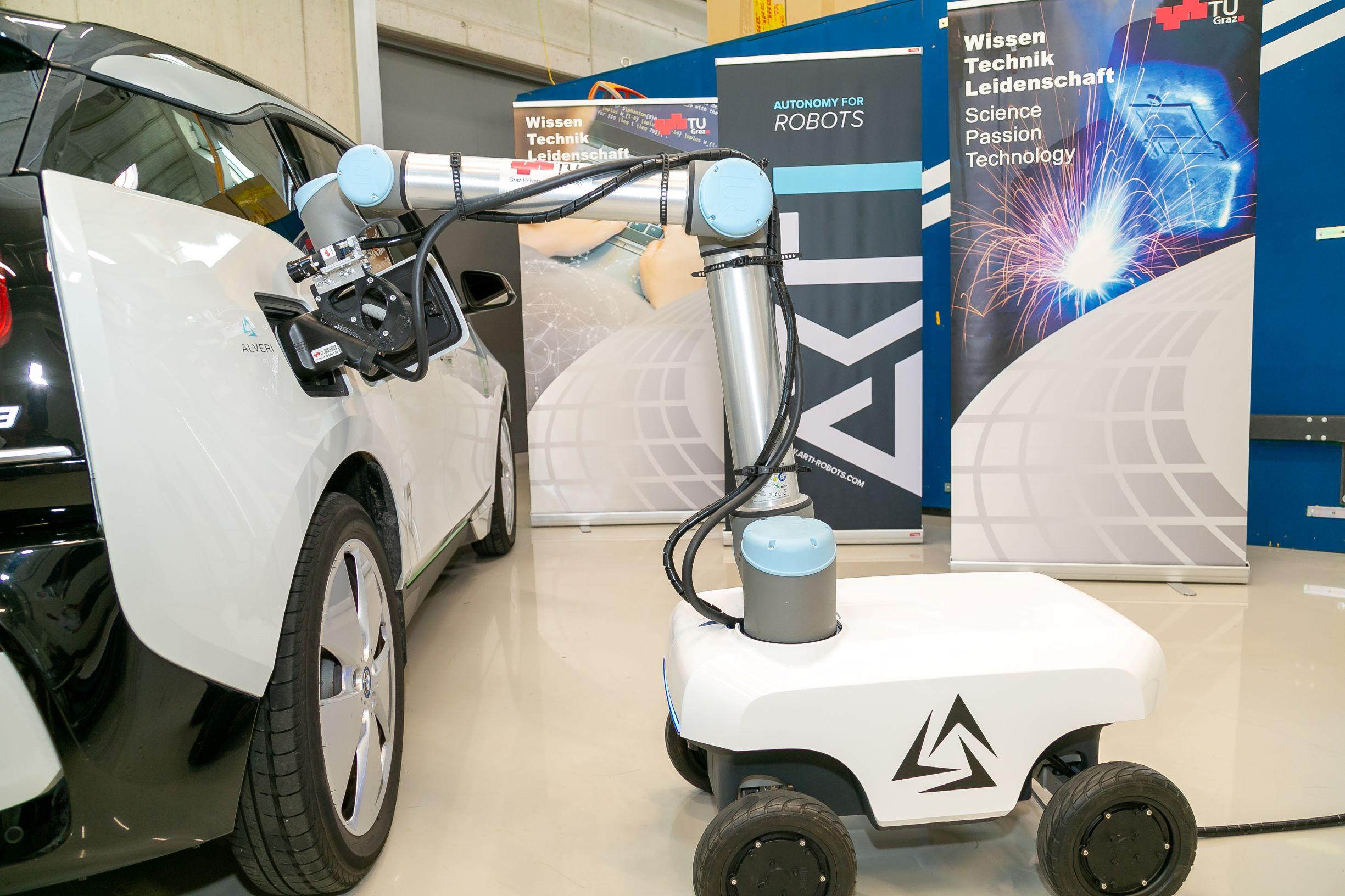 CHARbO - Autonomous mobile charging robot